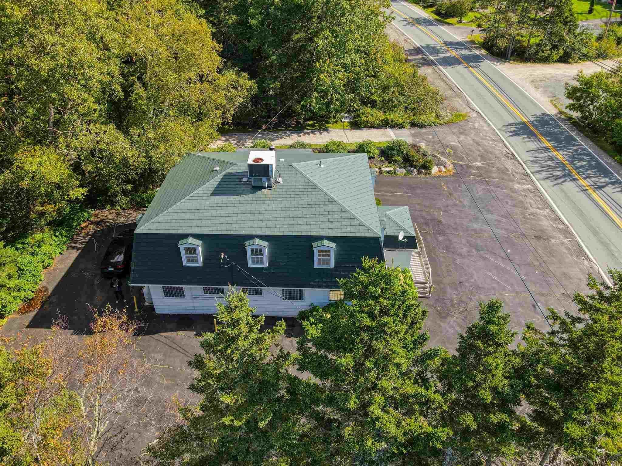 Main Photo: 10409 St. Margarets Bay Road in Hubbards: 40-Timberlea, Prospect, St. Margaret`S Bay Commercial  (Halifax-Dartmouth)  : MLS®# 202125796