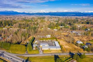Photo 3: 26257 56 Avenue in Langley: Salmon River House for sale : MLS®# R2532933