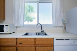 Photo 24: 332 Queenston Heights SE in Calgary: Queensland Row/Townhouse for sale : MLS®# A1114442