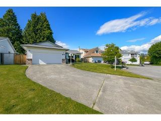 """Photo 3: 972 161A Street in Surrey: King George Corridor House for sale in """"EAST SUNNYSIDE TO HWY 99"""" (South Surrey White Rock)  : MLS®# R2615544"""