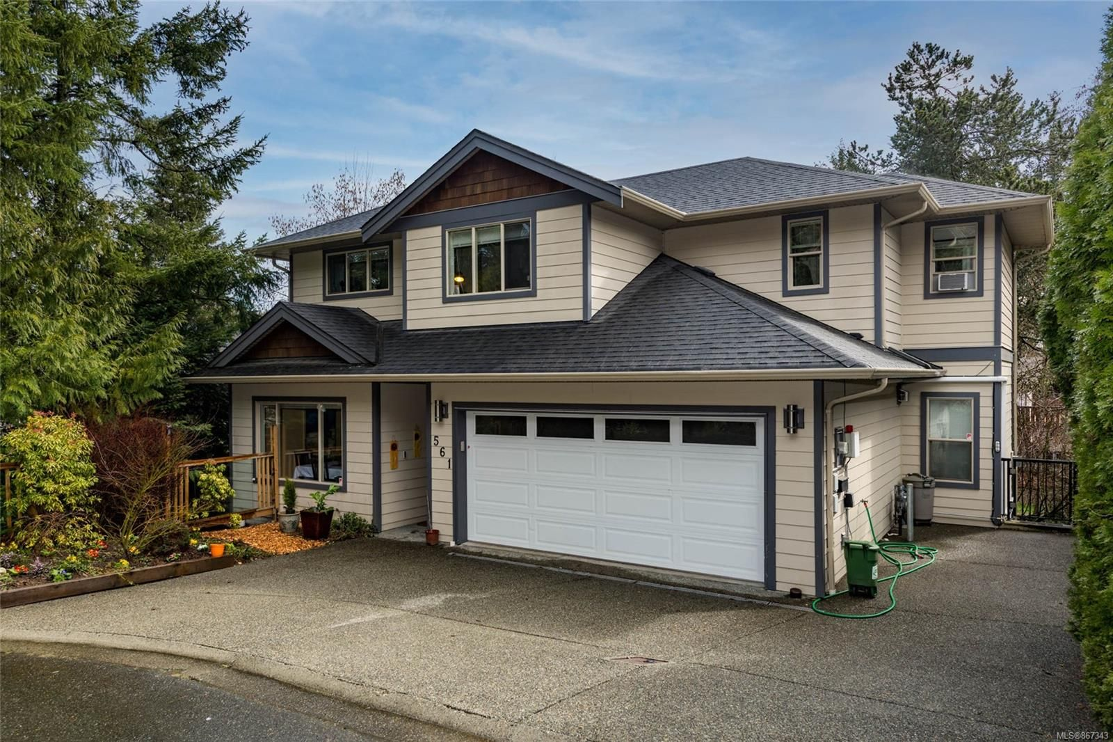 Main Photo: 561 Bellamy Close in : La Thetis Heights House for sale (Langford)  : MLS®# 867343