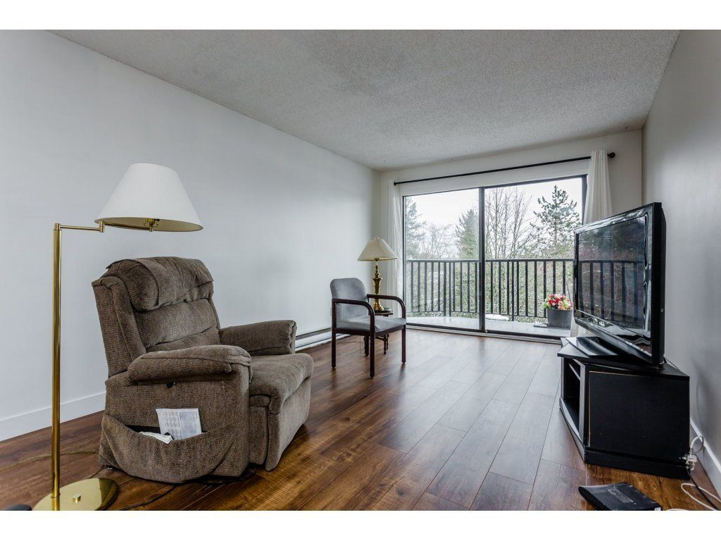 """Photo 5: Photos: 303 9952 149 Street in Surrey: Guildford Condo for sale in """"Tall Timbers"""" (North Surrey)  : MLS®# R2241309"""