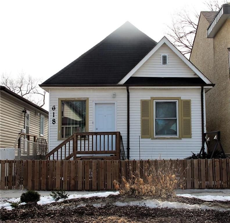 Main Photo:  in Winnipeg: Lord Roberts Residential for sale (1Aw)  : MLS®# 202106917