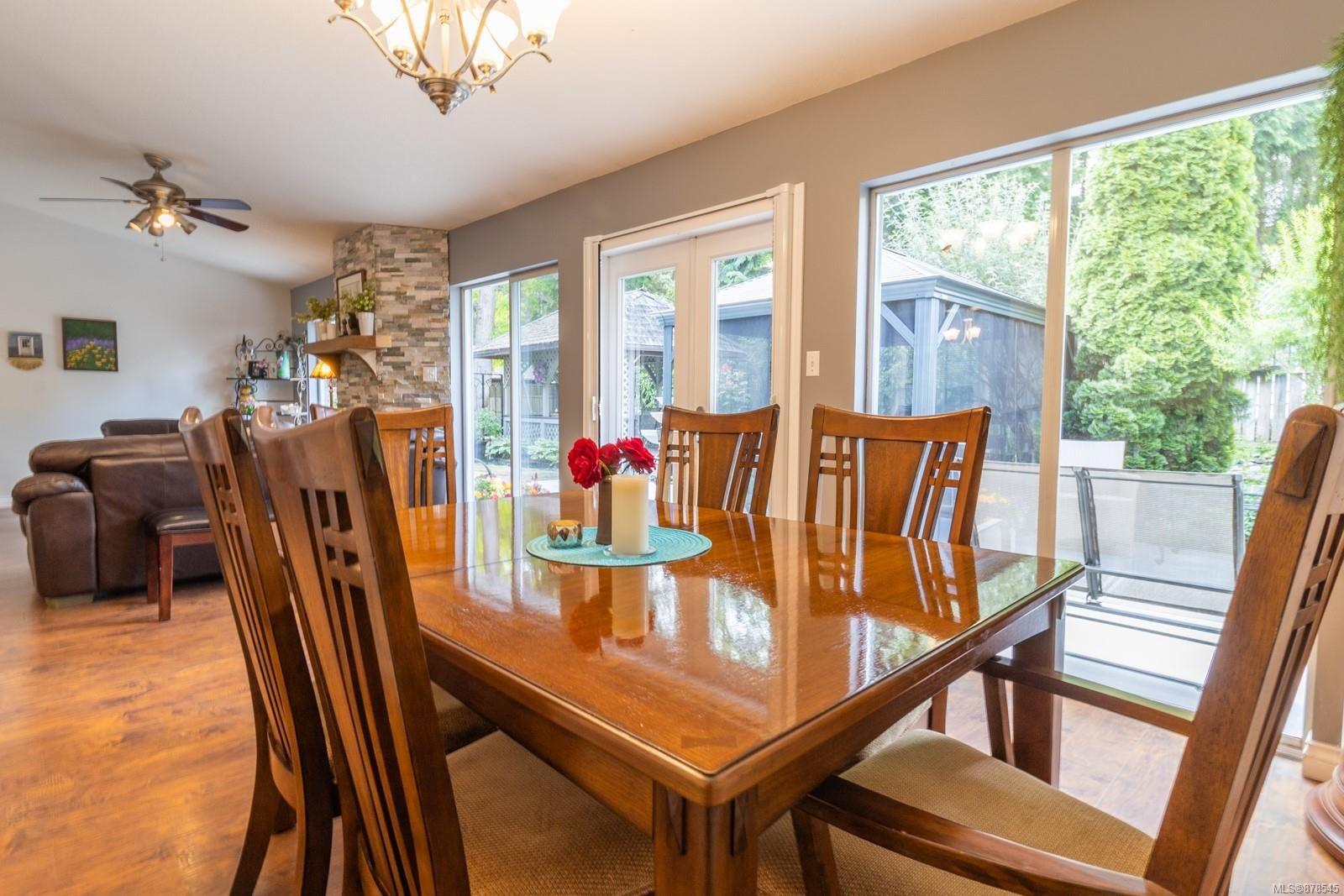 Photo 15: Photos: 1070 Symons Cres in : PQ Qualicum Beach House for sale (Parksville/Qualicum)  : MLS®# 878545