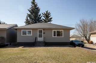 Photo 1: 301 108th Street West in Saskatoon: Sutherland Residential for sale : MLS®# SK850683