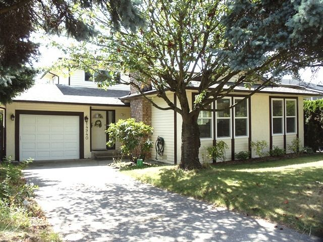 Main Photo: 14940 20TH Ave in South Surrey White Rock: Home for sale : MLS®# F1121099
