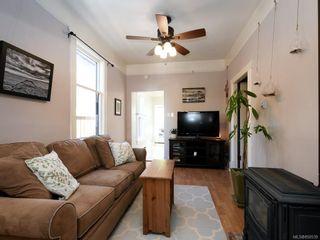 Photo 2: 1611 Redfern St in : Vi Jubilee House for sale (Victoria)  : MLS®# 850539