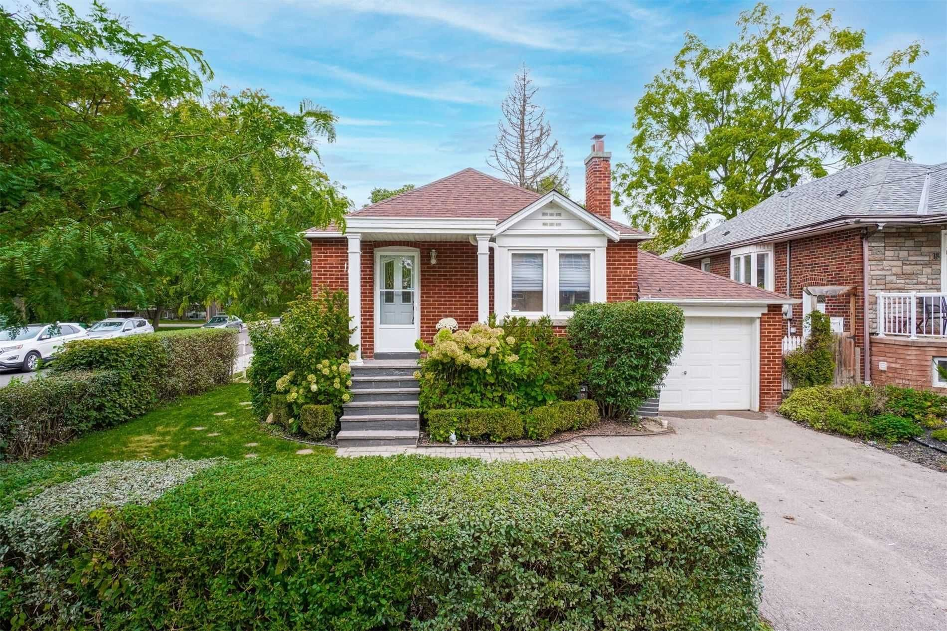 Main Photo: 18A Park Boulevard in Toronto: Long Branch House (Bungalow) for sale (Toronto W06)  : MLS®# W5401198