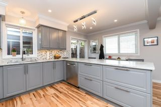 Photo 11: 2588 Ulverston Ave in : CV Cumberland House for sale (Comox Valley)  : MLS®# 859843