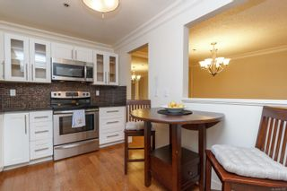 Photo 9: 111 1560 Hillside Ave in : Vi Oaklands Condo for sale (Victoria)  : MLS®# 851555