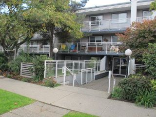 Photo 1: 211 550 ROYAL Avenue in New Westminster: Downtown NW Condo for sale : MLS®# R2309641
