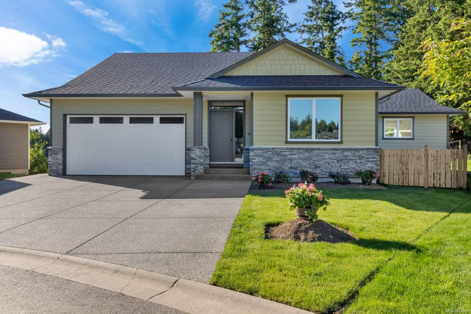 Main Photo: 2468 Dakota Pl in : CV Comox (Town of) House for sale (Comox Valley)  : MLS®# 867143