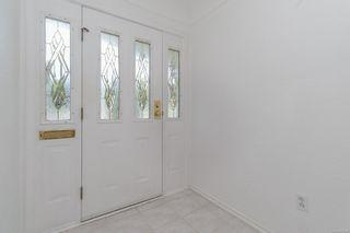 Photo 2: 587 Nora Pl in : SW Tillicum House for sale (Saanich West)  : MLS®# 877008