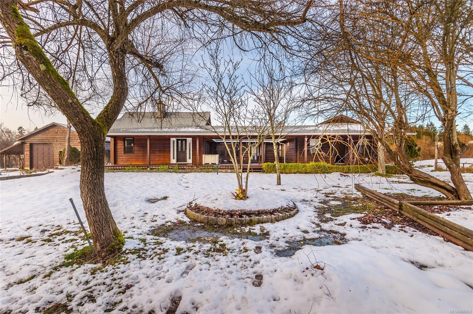 Main Photo: 2098 Walsh Rd in : Na Cedar House for sale (Nanaimo)  : MLS®# 866652