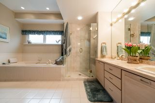 """Photo 11: 2375 FOLKESTONE Way in West Vancouver: Panorama Village Townhouse for sale in """"Westpointe"""" : MLS®# R2147678"""