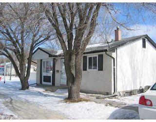 Main Photo: 121 Cullen Drive/ Charleswood in Winnipeg: Charleswood Single Family Detached for sale (West Winnipeg)  : MLS®# 2802333