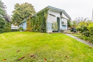 Photo 2: 2112 MARTENS Street in Abbotsford: Poplar Manufactured Home for sale : MLS®# R2411479