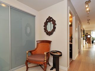 "Photo 2: 1807 198 AQUARIUS MEWS ME in Vancouver: Yaletown Condo for sale in ""AQUARIUS II"" (Vancouver West)  : MLS®# V995255"