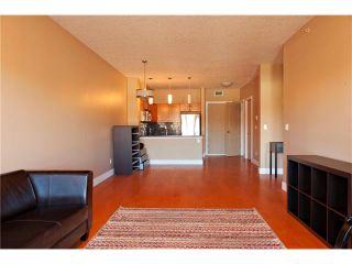 Photo 3: 405 1899 45 Street NW in Calgary: Montgomery Condo for sale : MLS®# C4071658