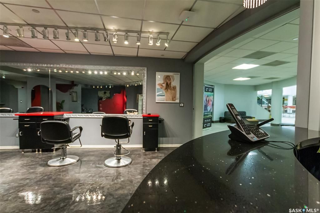 Main Photo: 30 1 Campus Drive in Saskatoon: Varsity View Commercial for sale : MLS®# SK861154