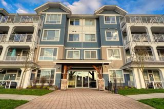 """Photo 4: 407 16396 64 Avenue in Surrey: Cloverdale BC Condo for sale in """"The Ridge at Bose Farms"""" (Cloverdale)  : MLS®# R2576301"""