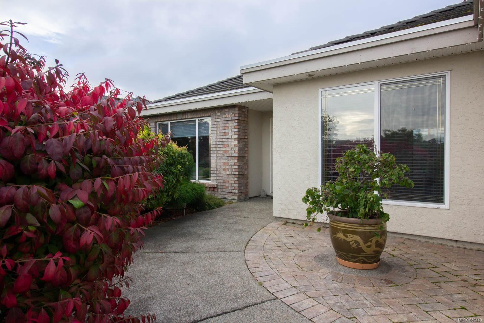 Photo 11: Photos: 798 Devon Pl in : PQ Qualicum Beach House for sale (Parksville/Qualicum)  : MLS®# 858440