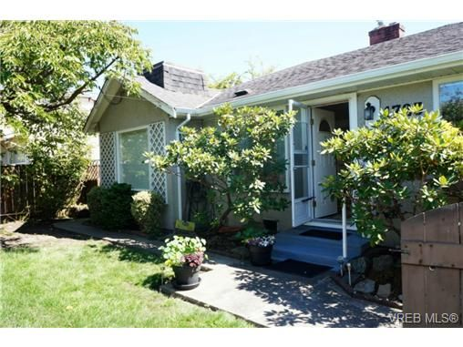 Main Photo: 1723 Albert Ave in VICTORIA: Vi Fernwood House for sale (Victoria)  : MLS®# 736672