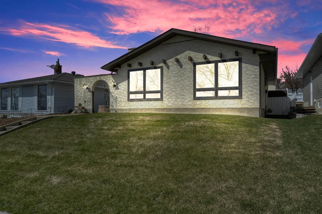Main Photo: 3512 Brenner Drive NW in Calgary: Brentwood Detached for sale : MLS®# A1100556