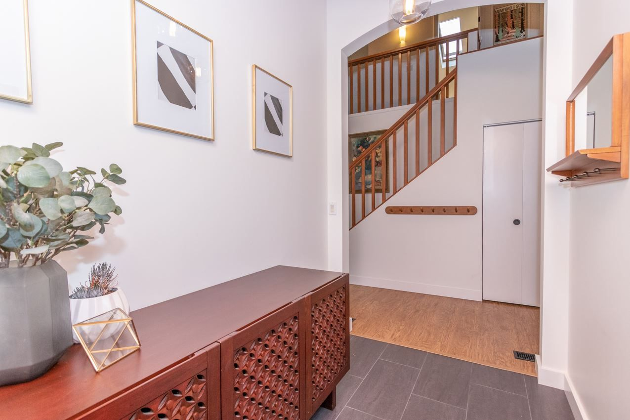 Photo 10: Photos: 1314 MOUNTAIN Highway in North Vancouver: Westlynn House for sale : MLS®# R2572041