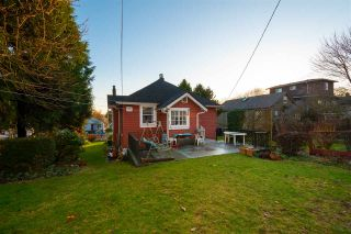 Photo 4: 3525 E GEORGIA Street in Vancouver: Renfrew VE House for sale (Vancouver East)  : MLS®# R2435328
