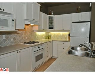 """Photo 3: 6 2588 152ND Street in Surrey: King George Corridor Townhouse for sale in """"WOODGROVE"""" (South Surrey White Rock)  : MLS®# F1003527"""