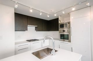 """Photo 4: 1705 188 AGNES Street in New Westminster: Downtown NW Condo for sale in """"THE ELLIOT"""" : MLS®# R2181152"""