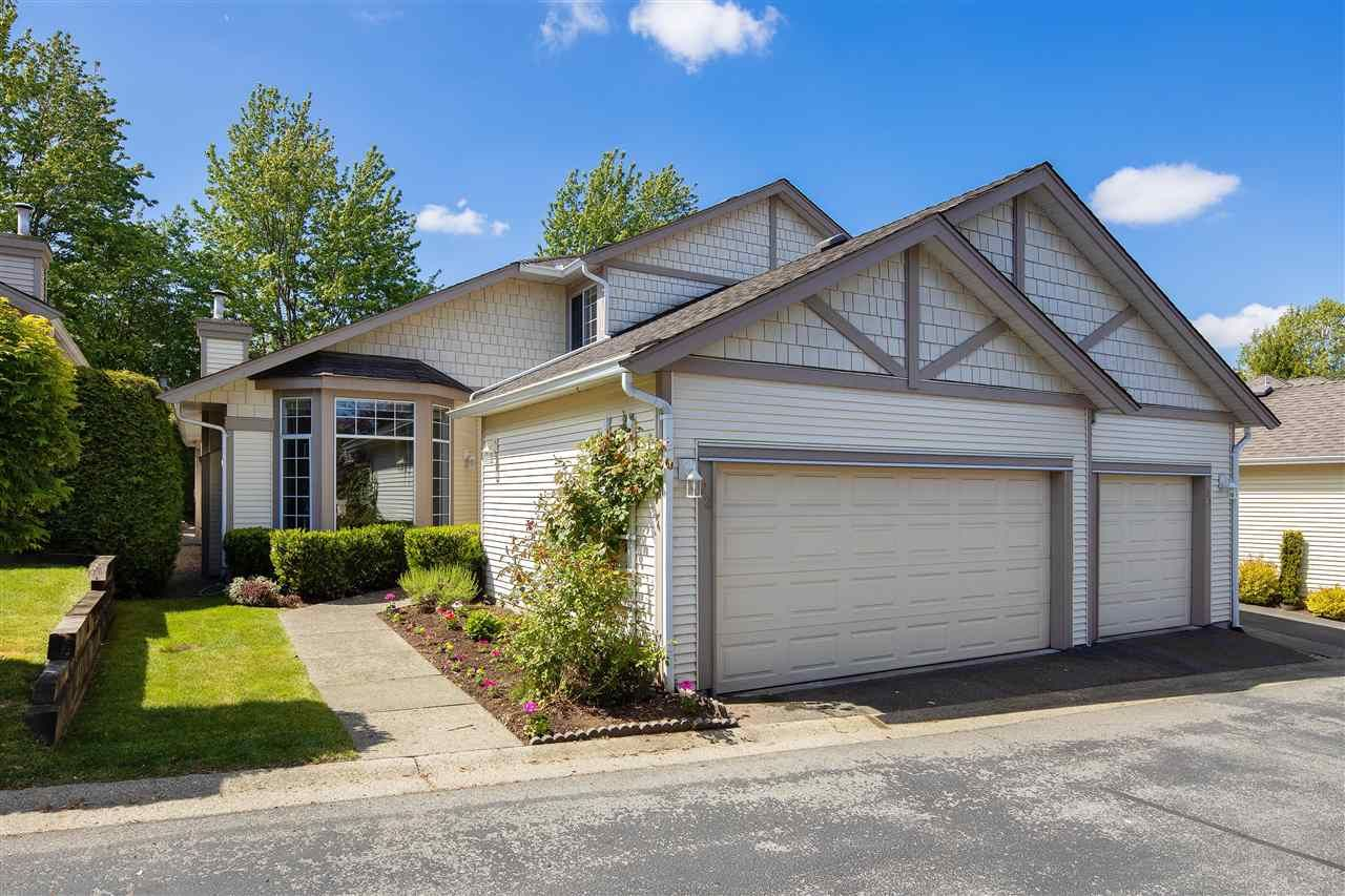 """Main Photo: 122 9012 WALNUT GROVE Drive in Langley: Walnut Grove Townhouse for sale in """"QUEEN ANNE GREEN"""" : MLS®# R2596143"""