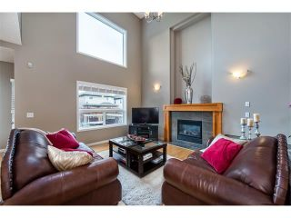 Photo 2: 131 Valley Stream Circle NW in Calgary: Valley Ridge House for sale : MLS®# C4092729