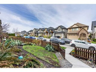 """Photo 5: 21154 80A Avenue in Langley: Willoughby Heights Condo for sale in """"Yorkville"""" : MLS®# R2552209"""