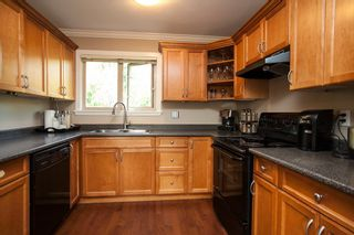 """Photo 5: 9 14921 THRIFT Avenue: White Rock Townhouse for sale in """"Nicole Place"""" (South Surrey White Rock)  : MLS®# R2036122"""