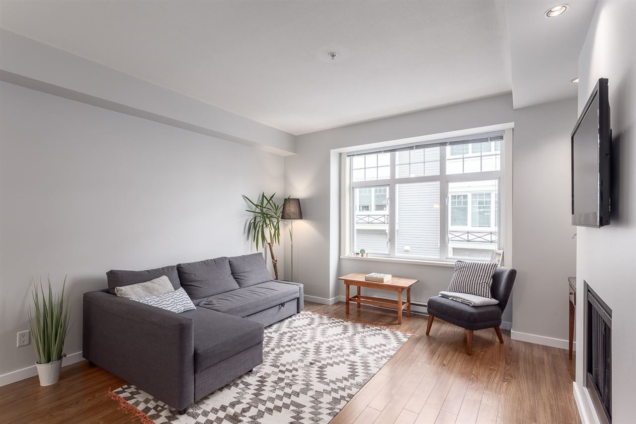 Photo 2: Photos: 3720 WELWYN STREET in Vancouver: Victoria VE Townhouse for sale (Vancouver East)  : MLS®# R2158013