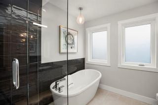 Photo 5: 245 Moss Rock Pl in Victoria: Vi Fairfield West House for sale : MLS®# 886426