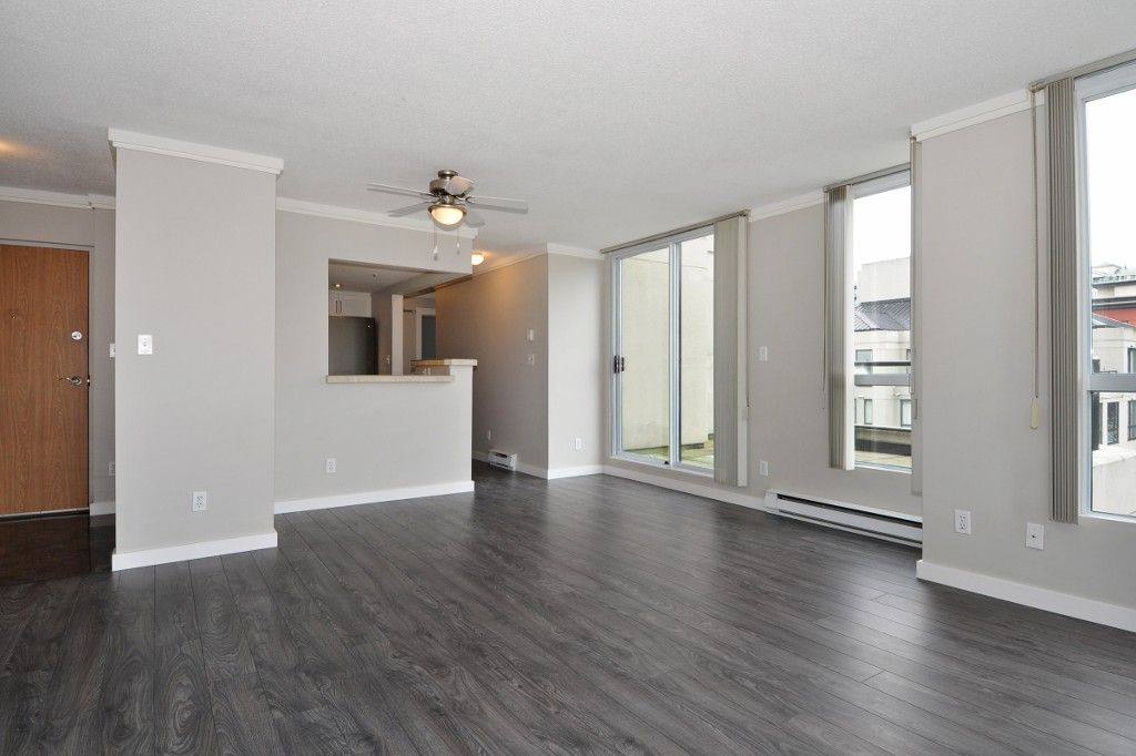 """Photo 5: Photos: PH3 828 AGNES Street in New Westminster: Downtown NW Condo for sale in """"WESTMINSTER TOWERS"""" : MLS®# R2153031"""