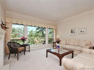 Photo 2: 18 4300 Stoneywood Lane in VICTORIA: SE Broadmead Row/Townhouse for sale (Saanich East)  : MLS®# 610675