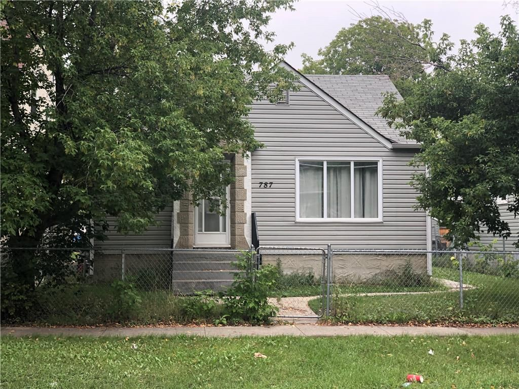 Photo 1: Photos: 787 Stella Avenue in Winnipeg: North End Residential for sale (4A)  : MLS®# 202120980