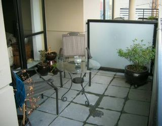 """Photo 8: 303 124 W 1ST ST in North Vancouver: Lower Lonsdale Condo for sale in """"THE 'Q'"""" : MLS®# V586942"""