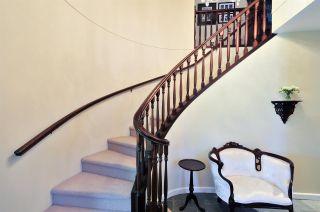 """Photo 2: 6396 CHARING Court in Burnaby: Buckingham Heights House for sale in """"BUCKINGHAM HEIGHTS"""" (Burnaby South)  : MLS®# R2183844"""