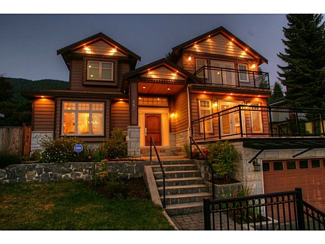 Main Photo: 662 CRYSTAL Court in North Vancouver: Canyon Heights NV House for sale : MLS®# V984105