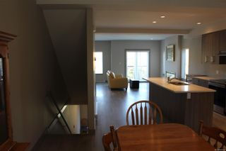Photo 5: 118 687 Strandlund Ave in : La Langford Proper Row/Townhouse for sale (Langford)  : MLS®# 881826