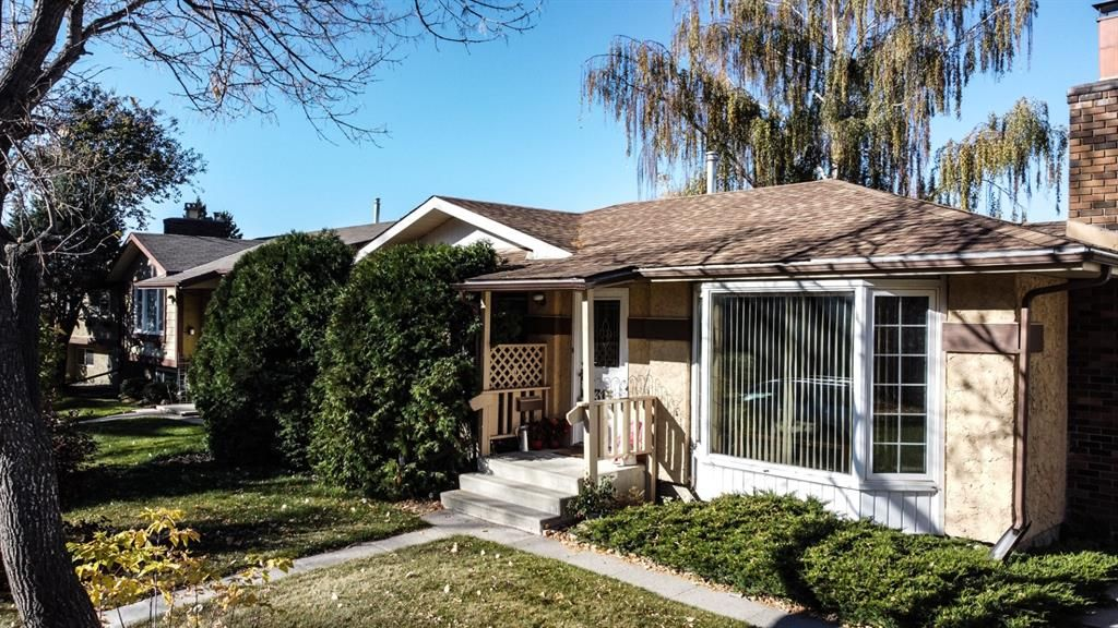 Main Photo: 315 Rundlehill Drive NE in Calgary: Rundle Detached for sale : MLS®# A1153434