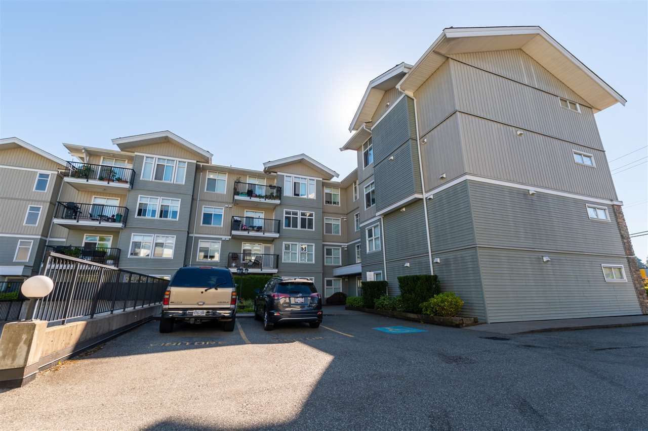 Main Photo: 305 33255 OLD YALE Road in Abbotsford: Central Abbotsford Condo for sale : MLS®# R2511696
