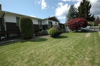 Photo 1: 2575 Robinson Road in Lake Country: Lake Country East/Oyama House for sale : MLS®# 10098910