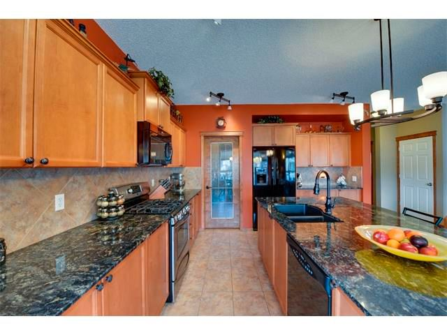 Photo 6: Photos: 21 MORNINGSIDE Bay SW: Airdrie House for sale : MLS®# C4011063