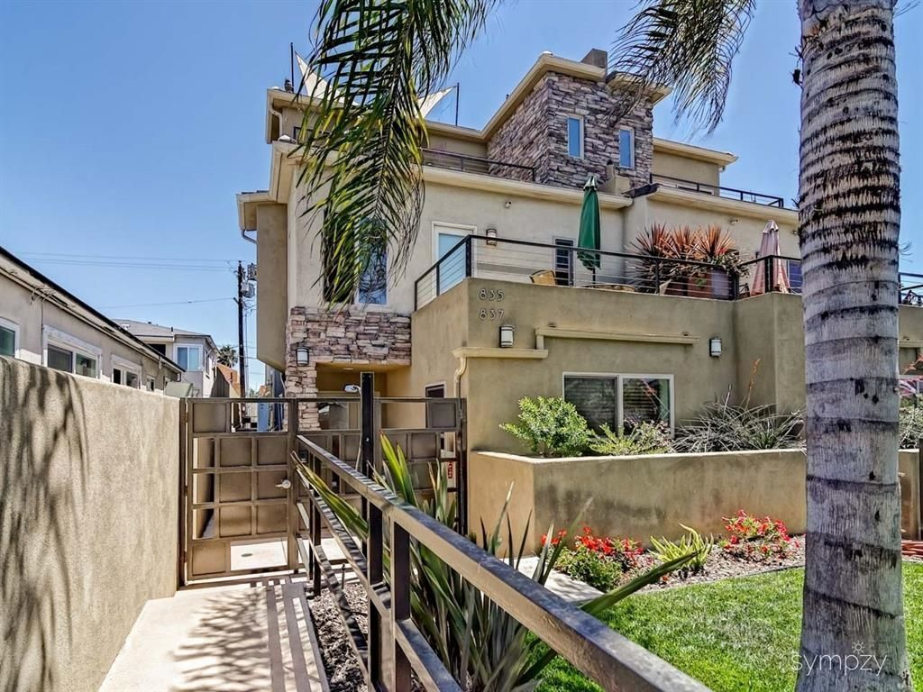 Main Photo: PACIFIC BEACH Property for sale: 835 Felspar St - WEEK 4 in San Diego